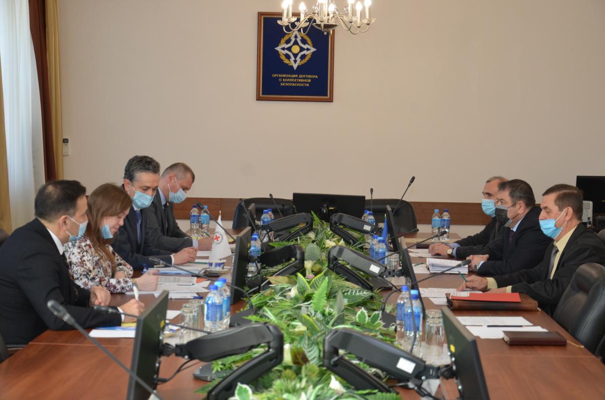 Состоялась встреча заместителя Генерального секретаря ОДКБ Тахира Хайрулоева с руководством Региональной Делегации Международного Комитета Красного Креста