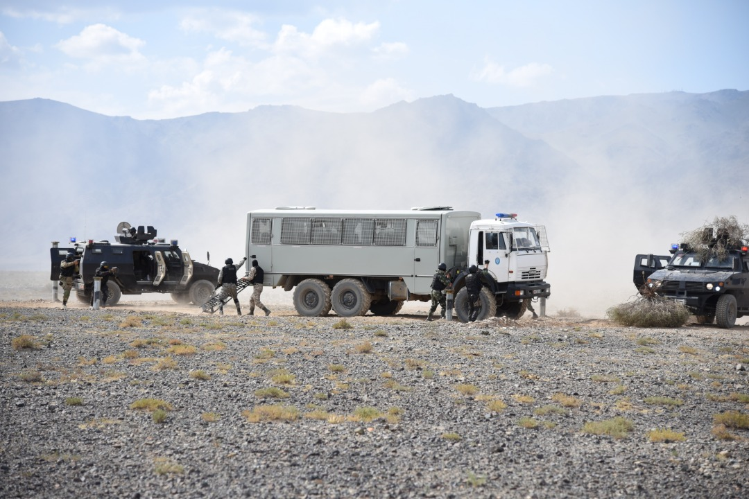 В Иссык-Кульской области  Кыргызстана прошла активная фаза масштабных антинаркотических учений ОДКБ – «Гром-2019», в которых принял участие Исполняющий обязанности Генерального секретаря ОДКБ Валерий Семериков