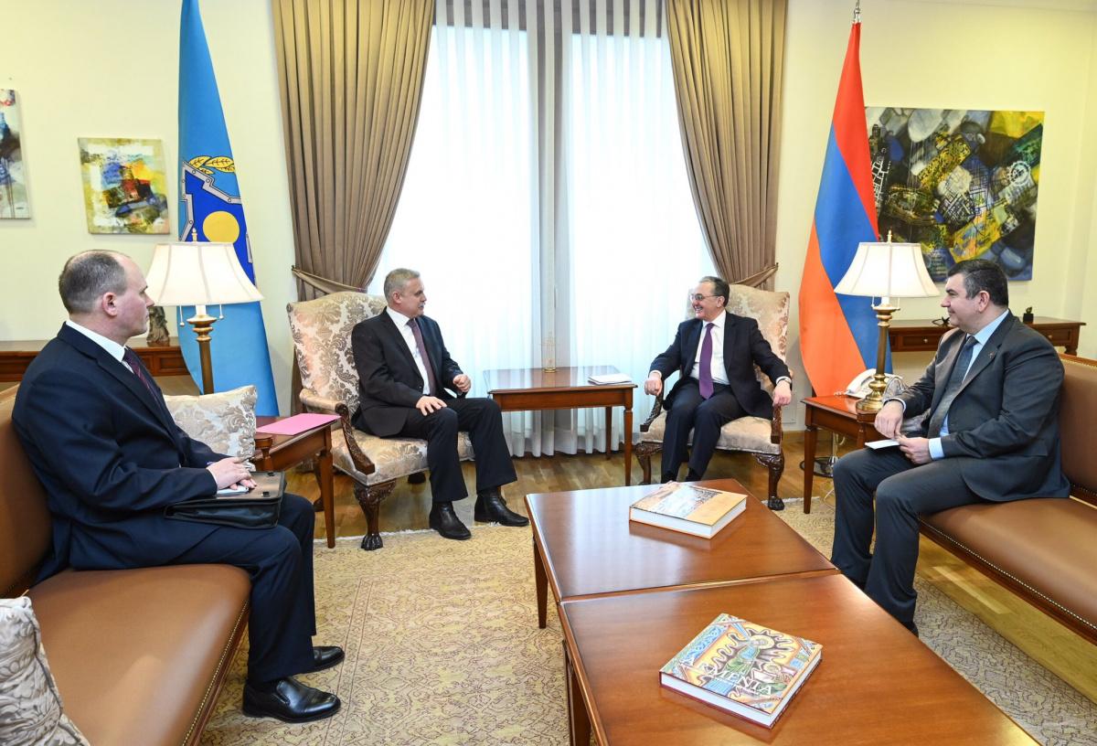 Министр иностранных дел Армении Зограб Мнацаканян и Генеральный секретарь ОДКБ провели в Ереване встречу, в ходе которой обсудили вклад Армении в развитие Организации и вопросы региональной и международной безопасности в Кавказском регионе