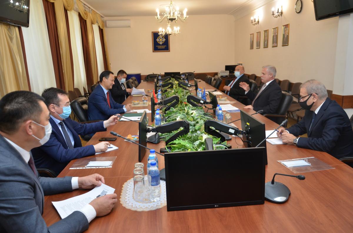 Генеральный секретарь ОДКБ Станислав Зась встретился с Министром иностранных дел Кыргызской Республики Русланом Казакбаевым