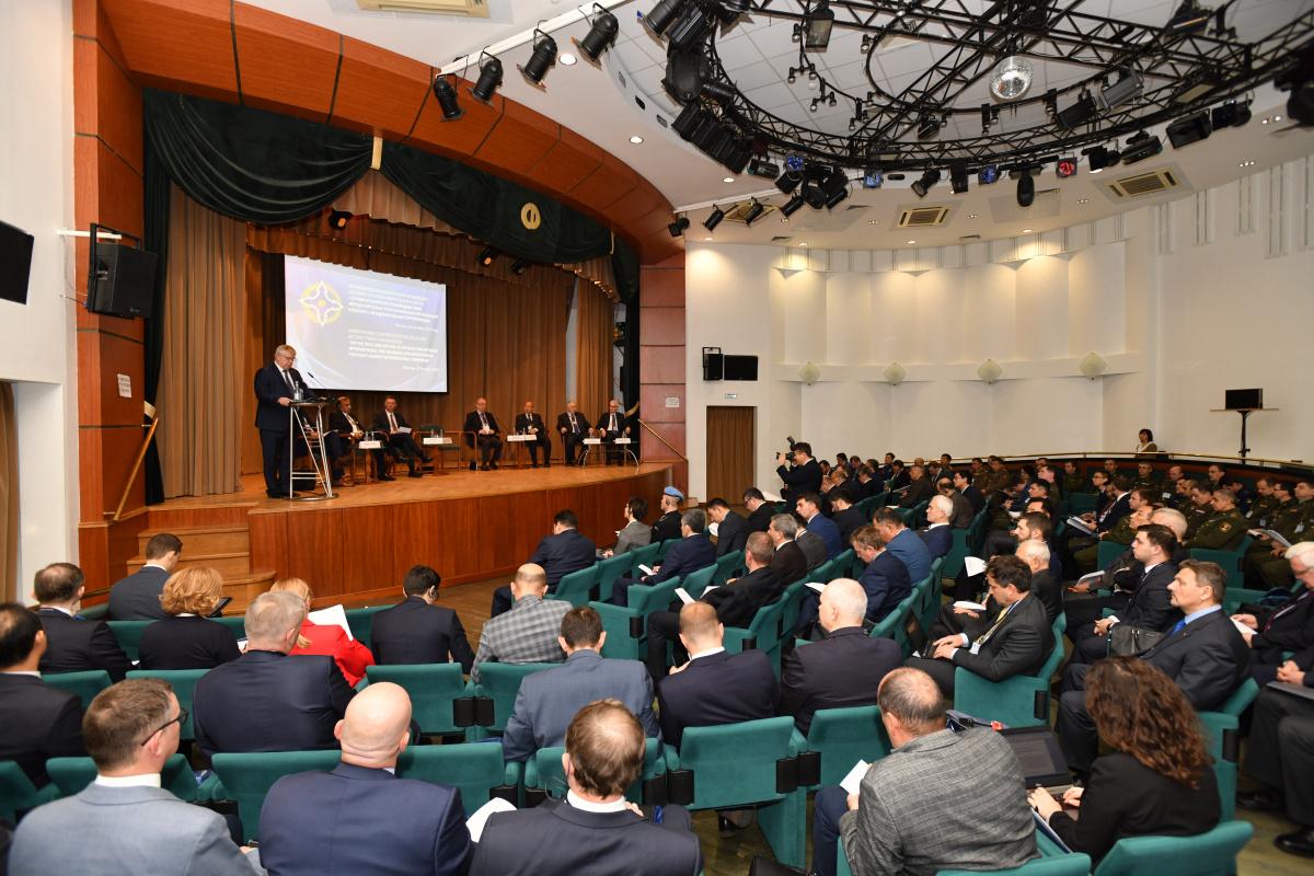 В Москве прошла Международная конференция «О роли и характере взаимодействия международных и региональных организаций в борьбе с международным терроризмом», организованная Секретариатом ОДКБ при участии ОБСЕ.